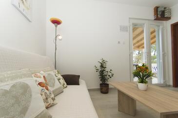Gradina, Dnevna soba v nastanitvi vrste house, dostopna klima in WiFi.