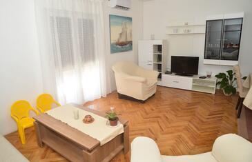 Poljica, Obývací pokoj v ubytování typu apartment, dostupna klima i WIFI.