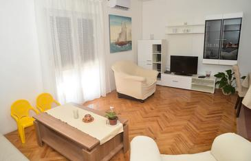 Poljica, Living room in the apartment, air condition available and WiFi.