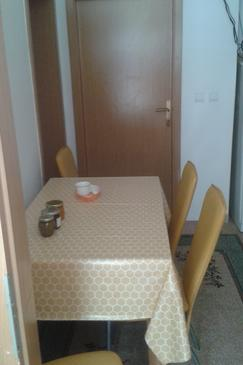 Živogošće - Porat, Jídelna v ubytování typu apartment, WiFi.