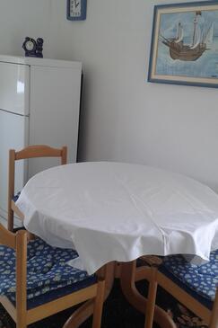 Živogošće - Porat, Jadalnia w zakwaterowaniu typu studio-apartment, Dostępna klimatyzacja i WiFi.