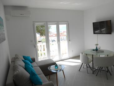 Okrug Gornji, Living room in the apartment, air condition available and WiFi.