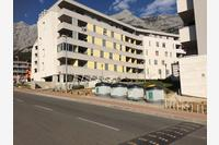 Apartments with a parking space Makarska - 13871
