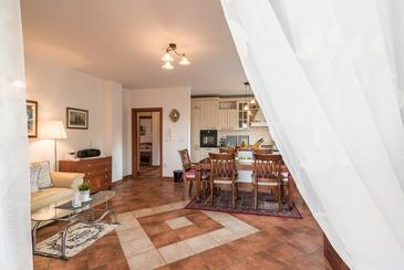 Sutomišćica, Obývací pokoj v ubytování typu apartment, dostupna klima i WIFI.