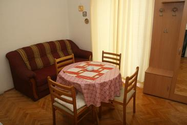 Srima - Vodice, Eetkamer in the apartment, air condition available, (pet friendly) en WiFi.