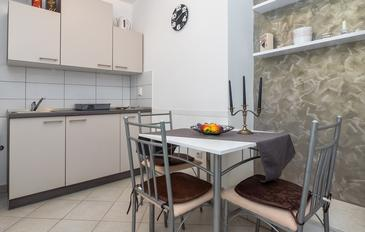 Krilo Jesenice, Dining room in the apartment, (pet friendly) and WiFi.
