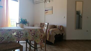 Baška, Living room in the apartment, air condition available and WiFi.