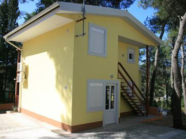 Vrboska, Hvar, Property 13931 - Apartments near sea with rocky beach.