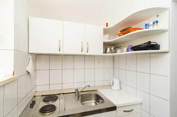 Cavtat, Kitchen in the studio-apartment, WIFI.
