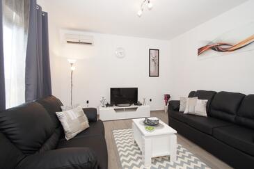 Brna, Camera di soggiorno 1 nell'alloggi del tipo house, condizionatore disponibile e WiFi.