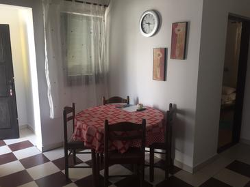 Mandre, Dining room in the apartment, WiFi.