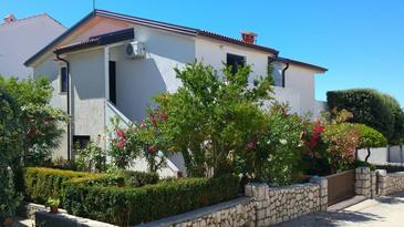 Mandre, Pag, Propiedad 13944 - Apartamentos with pebble beach.