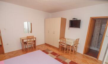Tučepi, Ebédlő szállásegység típusa studio-apartment, légkondicionálás elérhető és WiFi .