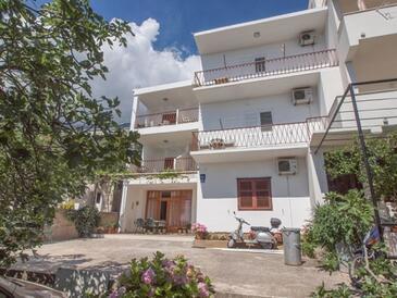 Tučepi, Makarska, Property 13955 - Apartments near sea with pebble beach.