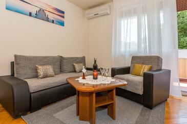Split, Obývacia izba v ubytovacej jednotke apartment, dostupna klima i WIFI.