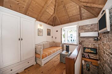 Maslinica, Obývací pokoj v ubytování typu house, dostupna klima i WIFI.