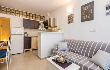 Rijeka, Obývací pokoj v ubytování typu apartment, s klimatizací, domácí mazlíčci povoleni a WiFi.