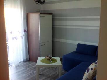 Pirovac, Obývací pokoj v ubytování typu apartment, WiFi.