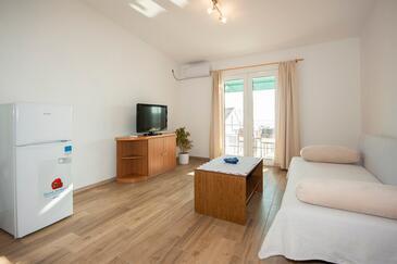 Grebaštica, Obývací pokoj v ubytování typu apartment, dostupna klima i WIFI.