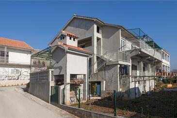 Grebaštica, Šibenik, Property 13978 - Apartments with pebble beach.