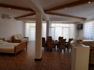 Zadar - Diklo, Гостиная в размещении типа studio-apartment, доступный кондиционер и WiFi.