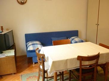 Podgora, Living room in the apartment, (pet friendly).