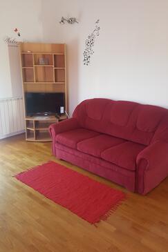 Vodice, Obývací pokoj v ubytování typu apartment, dostupna klima i WIFI.
