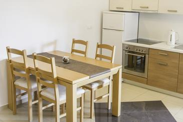 Kraj, Dining room in the apartment, dostupna klima i WIFI.