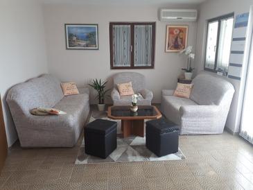 Gornje selo, Obývacia izba v ubytovacej jednotke apartment, klimatizácia k dispozícii, domáci miláčikovia povolení a WiFi.