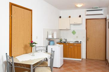 Lopud, Dining room in the studio-apartment, WIFI.