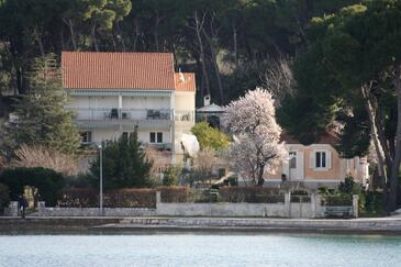 Zlarin, Zlarin, Объект 14025 - Апартаменты вблизи моря с галечным пляжем.