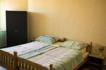 Ribarica, Obývací pokoj v ubytování typu studio-apartment, dostupna klima i WIFI.