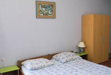 Ribarica, Living room in the studio-apartment, dostupna klima i WIFI.