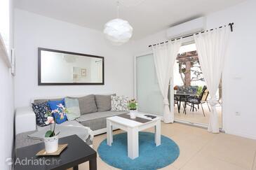 Podaca, Sala de estar in the apartment, air condition available y WiFi.