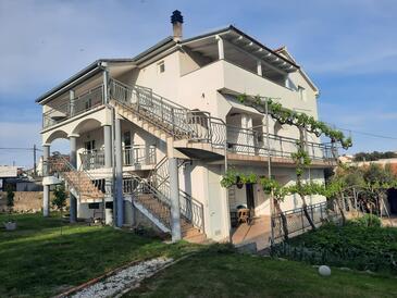 Pakoštane, Biograd, Objekt 14054 - Ubytování s oblázkovou pláží.