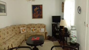 Orebić, Obývací pokoj v ubytování typu apartment, dostupna klima.