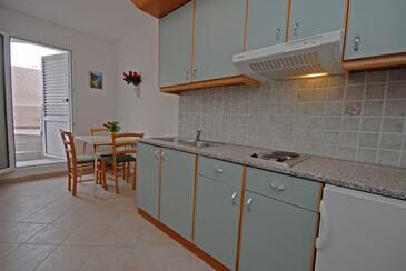 Kali, Кухня в размещении типа studio-apartment, доступный кондиционер и WiFi.