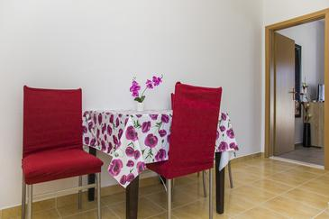 Žuronja, Jedilnica v nastanitvi vrste studio-apartment, dostopna klima in WiFi.
