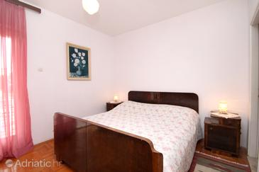 Hvar, Bedroom in the room, air condition available, (pet friendly) and WiFi.