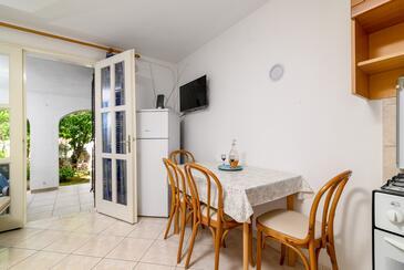Kavran, Jídelna v ubytování typu studio-apartment, domácí mazlíčci povoleni a WiFi.