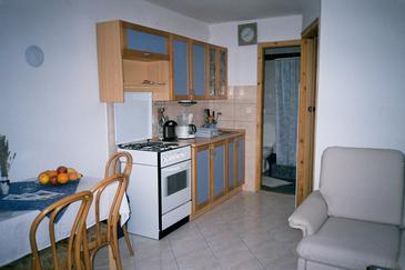 Kavran, Dining room in the studio-apartment, (pet friendly) and WiFi.