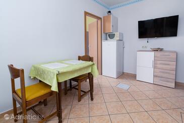 Rab, Jídelna v ubytování typu apartment, s klimatizací a WiFi.