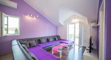Povlja, Obývací pokoj v ubytování typu apartment, s klimatizací, domácí mazlíčci povoleni a WiFi.