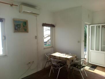 Drašnice, Столовая в размещении типа studio-apartment, Домашние животные допускаются и WiFi.