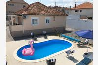 Holiday house with a swimming pool Zadar - 14133