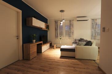 Zadar, Dnevni boravak u smještaju tipa house, dostupna klima, kućni ljubimci dozvoljeni i WiFi.