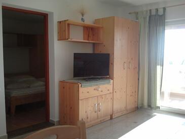 Banjol, Dnevna soba v nastanitvi vrste apartment, dostopna klima in WiFi.