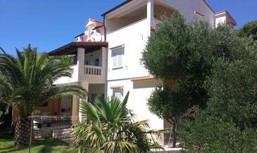 Banjol, Rab, Propiedad 14134 - Apartamentos with sandy beach.