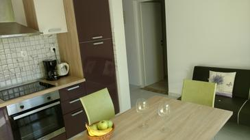 Punat, Eetkamer in the apartment, air condition available en WiFi.