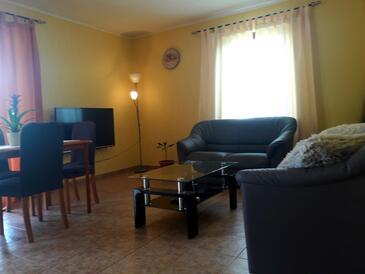 Žbandaj, Obývací pokoj v ubytování typu apartment, s klimatizací, domácí mazlíčci povoleni a WiFi.